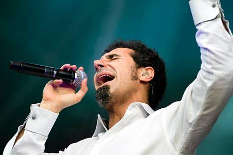 Serj Tankian esiintyi System of a Down -yhtyeen kanssa Provinssirockissa kesäkuussa 2011.