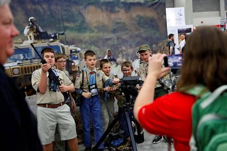 Kansallisen kivääriyhdistyksen vuosittainen tapahtuma keräsi myös lapsivieraita Lousivillessä Yhdysvalloissa.