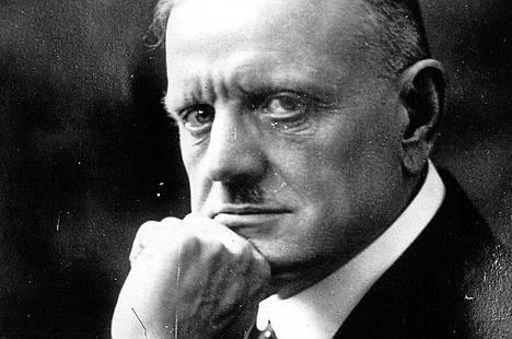 Jean Sibelius on ollut kestoaihe Päivälehdessä ja Helsingin Sanomissa.
