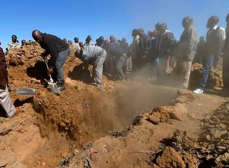 Marikanan platinakaivoksilla ammuttu kaivostyöläinen haudattiin lauantaina Sasolburgissa Etelä-Afrikassa.