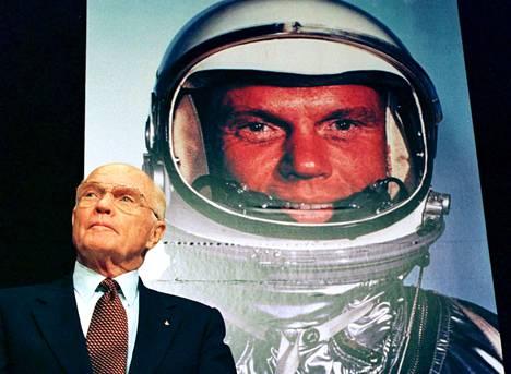 Senaattori John Glennin paluusta avaruuteen kerrottiin lehdistötilaisuudessa vuonna 1998.