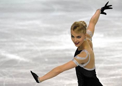 Korvella on EM-kisoista palkintokaapissaan yksi hopea ja kaksi pronssia. Kuvassa Korpi luistelee taitoluistelun EM-kilpailuissa 2012.