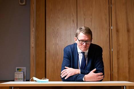 Selkeillä etukäteen valmisteltavilla hakukriteereillä on Matti Vanhasen mukaan tarkoituksena estää se, että elpymisrahojen jakamisesta tulisi alueiden ja puolueiden välistä poliittista vääntöä.