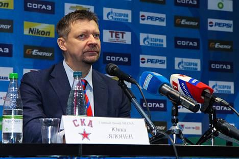 Pietarin SKA:n päävalmentajan Jukka Jalosen mukaan Venäjän tähtipelaajat voivat turhautua, jos he eivät saa kylliksi pitää kiekkoa.