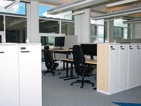 Työeläkevakuutusyhtiö Varman toimistotilat Helsingin Salmisaaressa olivat toukokuussa lähes tyhjillään. Suomalaiset passitettiin maaliskuussa etätöihin. Etätyöskentelyä suositellaan edelleen niille, joille se on mahdollista.