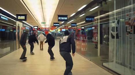 Kuvakaappaus Mall grab -nimisestä videosta, jonka Kampin kauppakeskus teki yhteistyössä Laminan kanssa.