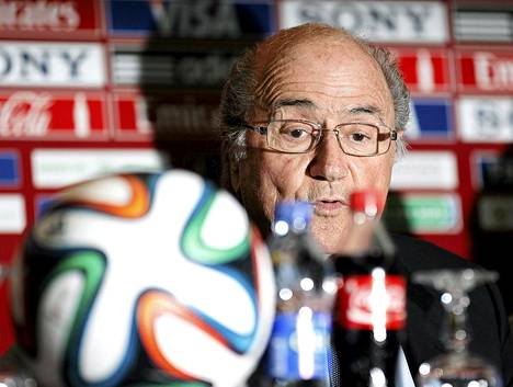 Sepp Blatter uskoo, että spraymaalista on iso apu erotuomareille.