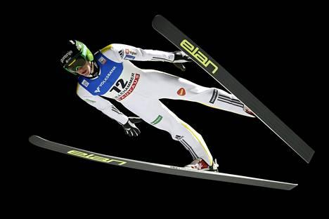 Peter Prevc Lillehammerin maailmancupin kilpailussa 5. joulukuuta 2015.