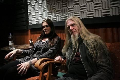 Nightwish-yhtyeen laulaja Floor Jansen ja basisti Marco Hietala Vehicle Of Spirit live-dvd:n julkistamistilaisuudessa Kalevalastudiolla vuonna 2016.