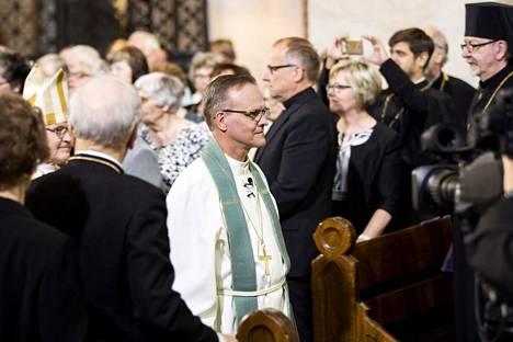 Evankelis-luterilaisen kirkon uusi arkkipiispa Tapio Luoma asetettiin virkaansa Turun tuomiokirkossa sunnuntaina.