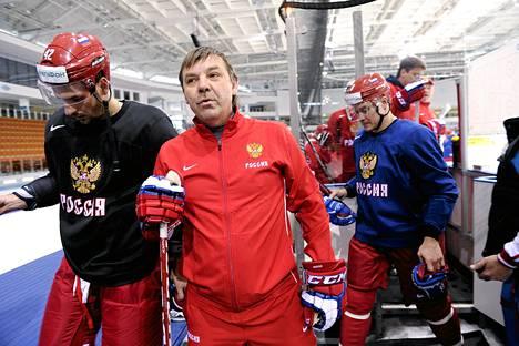 Venäjän päävalmentaja Oleg Znarok oli tyytyväinen joukkueensa kolmeen voittoon, mutta löysi myös paljon parannettavaa. Kuva viime kevään MM-kisoista.