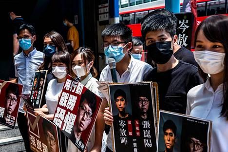 Demokratia-aktivisteja Hongkongissa 12. heinäkuuta.