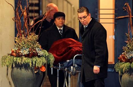 Viranomaiset siirsivät ruumiin Barry Shermanin kotoa Torontossa.