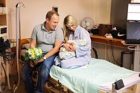 Tiina ja Pasi Erlinin keskiviikkoiltana syntynyt tytär on viimeinen Kätilöopistolla syntynyt vauva.