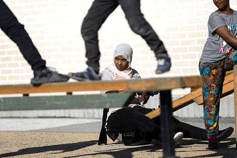 Espoolaisella kaupunginvaltuutetulla Habiba Alilla (sd) oli vaikeuksia löytää paikkansa suomalaisessa yhteiskunnassa. Hän kantaa huolta siitä, miten suomalaisuudesta ulossulkeminen vaikuttaa ulkomaalaistaustaisiin lapsiin ja nuoriin. Alilla on itselläänkin seitsemän lasta.