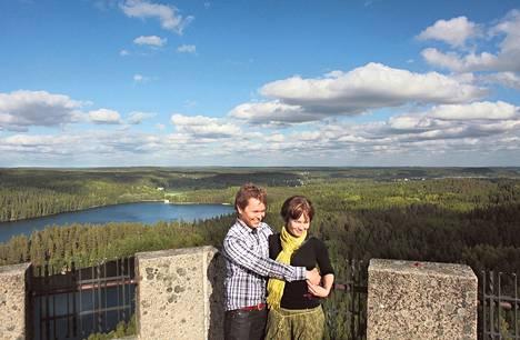 Heini Järvenpää ja Jouni Paavilainen ihailivat Aulangon maisemia 2011.