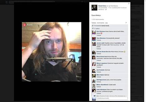 Muusikko Anssi Kela istahti keskiviikkona 2. syyskuuta kello 19 työhuoneeseensa ja aloitti Facebookissa suoran lähetyksen. Ruutukaappaus livelähetyksestä.