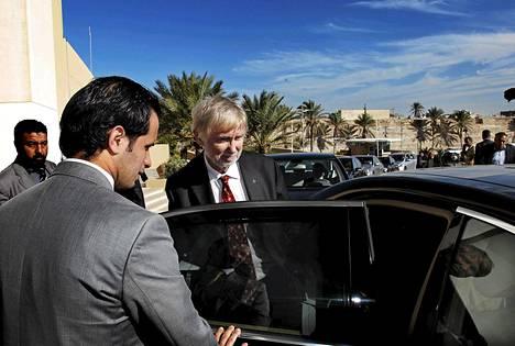 Ulkoministeri Erkki Tuomioja oli hotelli Corinthiassa pääministeri El Keebin vieraana marraskuussa 2011.
