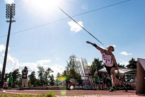 Lassi Etelätalon ainoa heitto lauantain keihäskarsinnassa kantoi 78,58 metriä.