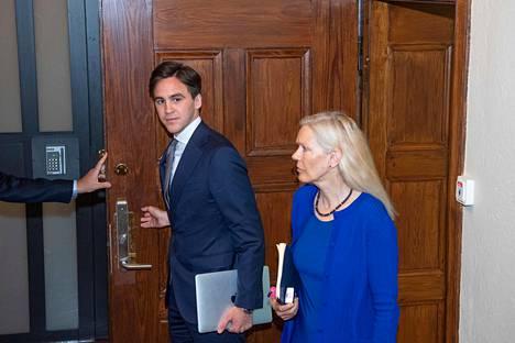 Ruotsin entinen Pekingin-suurlähettiläs Anna Lindstedt saapui oikeuteen Tukholmassa kesäkuussa.