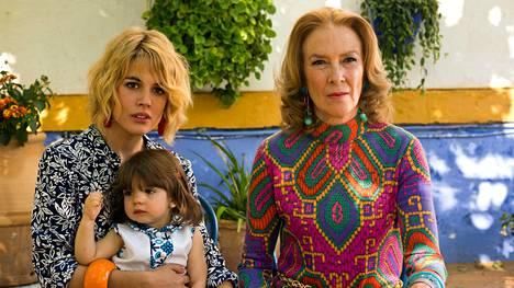 Nuorta Julietaa esittää Adriana Ugarte ja hänen äitiään Susi Sánchez.