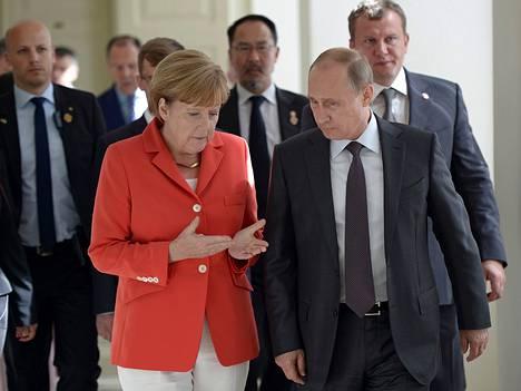 Jalkapallon MM-kilpailuihin matkustaneet Angela Merkel ja Vladimir Putin tapasivat Rio de Janeirossa kaksi viikkoa sitten.