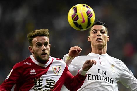 Rayo Vallecanon puolustaja Quini ja Real Madridin Cristiano Ronaldo kohtasivat paikalliskamppailussa 8. marraskuuta. Real voitti maalein 5-1.