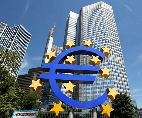 Euroopan keskuspankin neuvosto pohtii torstaina Frankfurtissa, miten se voisi elvyttää euroalueen epävarmaa talouskasvua.
