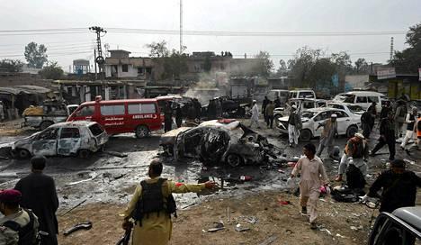 Pommi-isku surmasi useita ihmisiä Jamrudissa Pakistanissa lähellä Afganistanin rajaa.