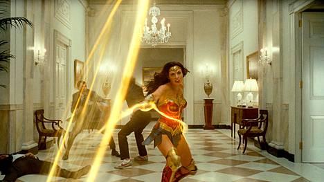 Gal Gadot esittää taas Ihmenaista uudessa Wonder Woman -elokuvassa.