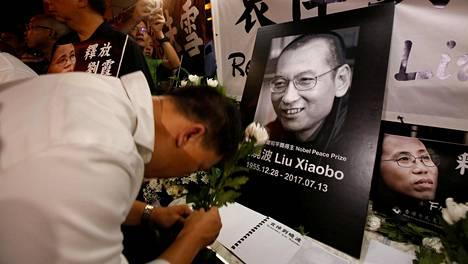 Rauhannobelisti Liu Xiaobon muistoa kunnioitettiin Hongkongissa torstaina.
