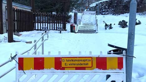 Laakavuorentorin portaat ovat oikutelleet vuosia.