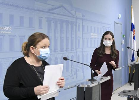 Perhe- ja peruspalveluministeri Krista Kiuru sekä pääministeri Sanna Marin kertoivat maanantaina hallituksen uudesta koronastrategiasta.