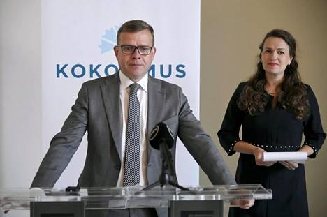 Kokoomuksen puheenjohtaja Petteri Orpo ja varapuheenjohtaja Anna-Kaisa Ikonen kertoivat puolueen sote-uudistukseen liittyvästä lausunnosta eduskunnan valtiosalissa tiistaina.