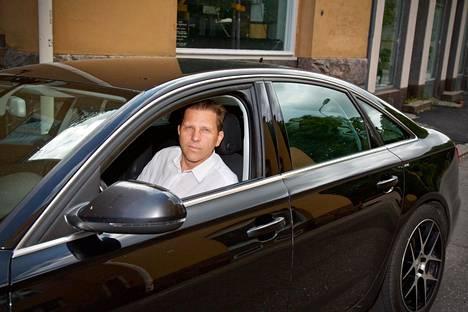 Kalle Oikari on jo saanut Airparkki-lentoparkilta korvauksia luvattomilla teillä olleen Audinsa sotkemisesta ja muista vaurioista.