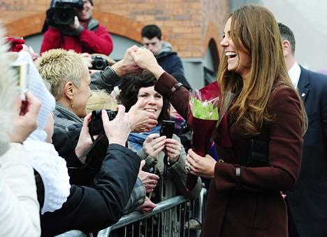 Herttuatar Catherine tervehti fanejaan Grimsbyssa, Pohjois-Englannin satamakaupungissa tiistaina.