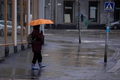 Ilmastonmuutoksen myötä pilvisyys ja lumen määrä vähenee etenkin Etelä-Suomessa. Pimeys voi heikentää mielialaa. Viime syksynä lokakuu oli sateinen ja erittäin leuto.