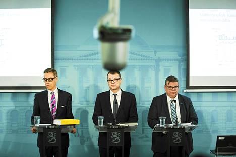 Alexander Stubb, Juha Sipilä ja Timo Soini Valtioneuvoston linnassa.