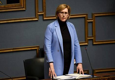 Työministeri Tuula Haatainen (sd) eduskunnan kyselytunnilla torstaina.