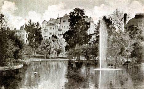 Kaisaniemen puisto vanhassa postikortissa.