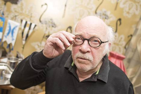 """Esa Saarista ihaileva Markku Siren on saanut filosofisten juttujensa vuoksi lempinimen Tohtori Sykerö. """"Jos toiset eivät ymmärrä näitä juttuja, en jää väittelemään."""""""