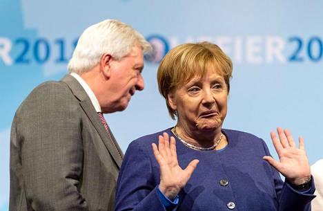 SAKSAN RAUTAROUVA. Maansa liittokanslerina vuodesta 2005 toiminut Angela Merkel ilmoitti lokakuussa 2018 luopuvansa kristillisdemokraattisen puolueen puheenjohtajuudesta. Tämä tarkoitti sitä, ettei hän ole enää ehdolla Saksan liitokansleriksi vuoden 2021 liittopäivävaaleissa.