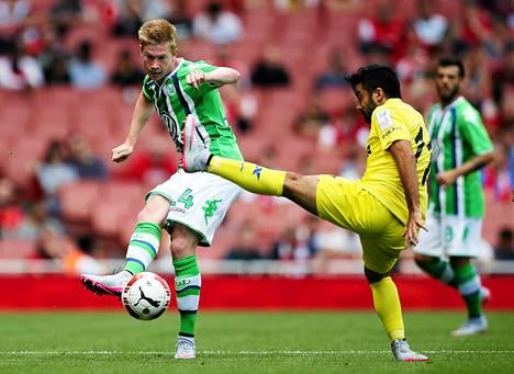 Kevin de Bruyne (vas.) jätti Wolfsburgin ja siirtyi Manchester Cityyn.
