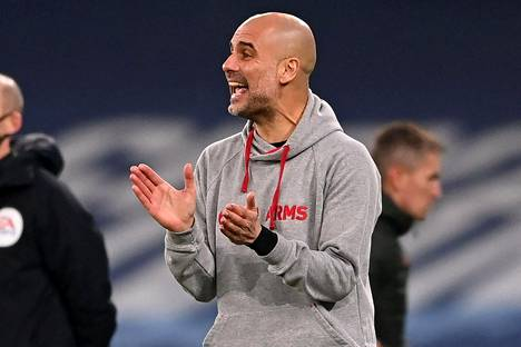Pep Guardiola kannusti joukkuettaan Valioliigan ottelussa paikallisvastustaja Manchester Unitedia vastaan 7. maaliskuuta.
