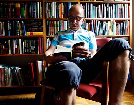 Jussi Jalkaselle vuorotteluvapaa on tuonut aikaa lukemiselle.