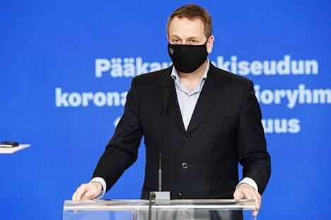 Helsingin pormestari Jan Vapaavuori pääkaupunkiseudun koronakoordinaatioryhmän tiedotustilaisuudessa Helsingissä 30. maaliskuuta 2021.