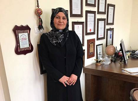 Hana Mansour-Khatib on erikoistunut perheoikeuteen. Hän on aiemmin työskennellyt asianajajana.