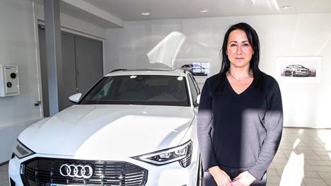 Eeva Virtasen uuteen työsuhdeautoon ei saisi 2000 euron hankintatukea, mutta 170 euron alennus täyssähköauton verotusarvoon tuli käyttöön vuoden alussa.