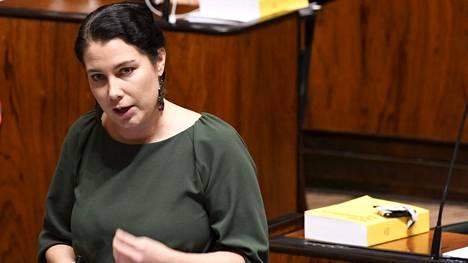 Vihreiden eduskuntaryhmän johtajaksi palannut Emma Kari.