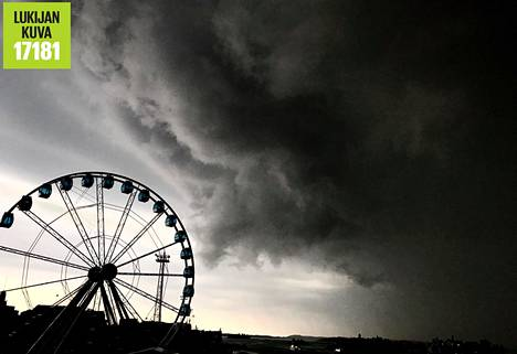 Myrskypilvet Katajanokan yllä.